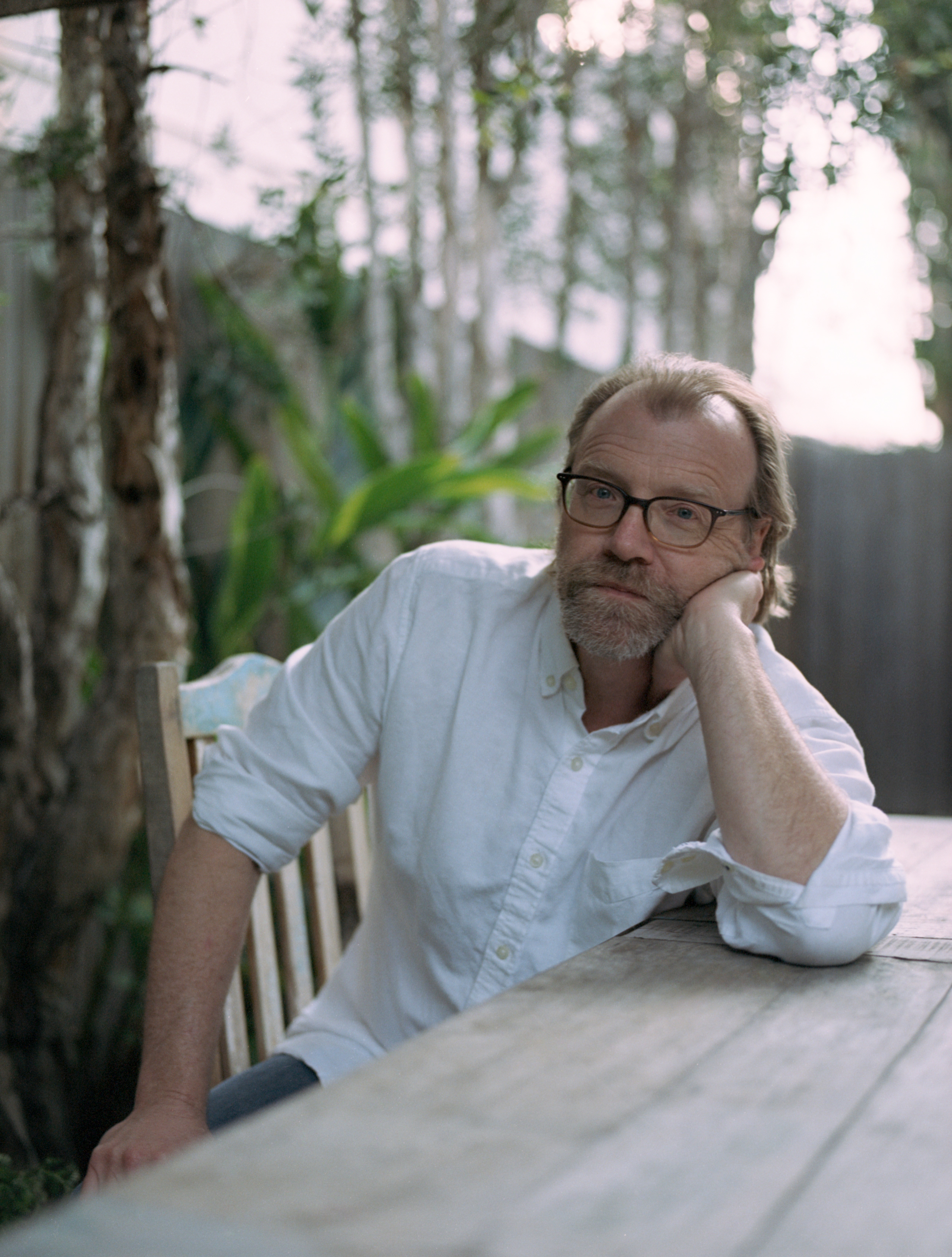 braindead megaphone essay The braindead megaphone is george saunders's first full-length essay collection, published in 2007 it is 272 pages long the collection has many essays that appeared in the new yorker and gq.